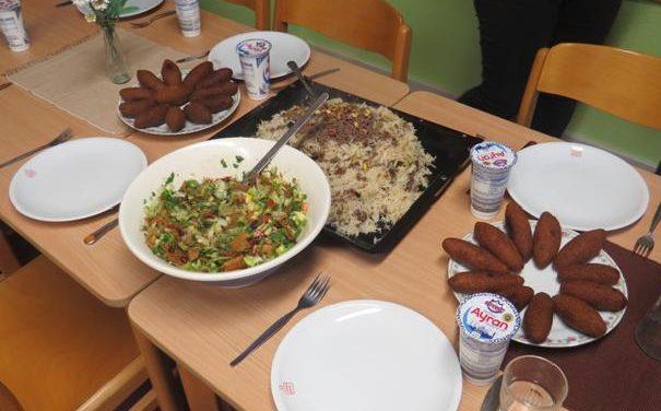 Kochen mit einer Flüchtlingsfamilie